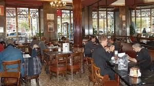 Vista interior del Café Comercial, cafetería exclusiva en Madrid