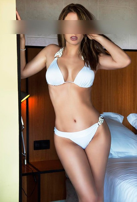 Angelina escort in Barcelona with big tits
