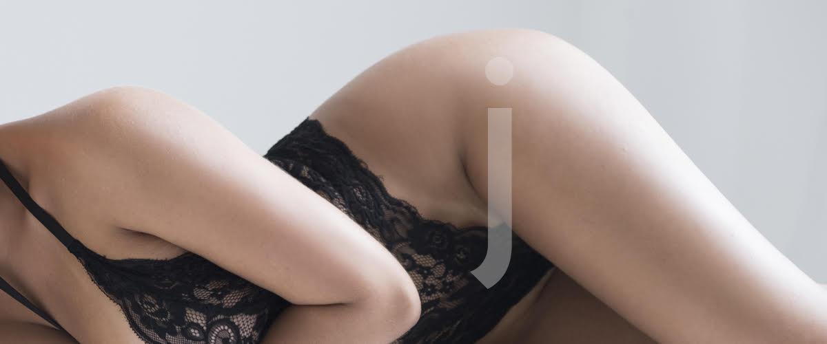 Juliana escort brasileña en elegante lencería negra
