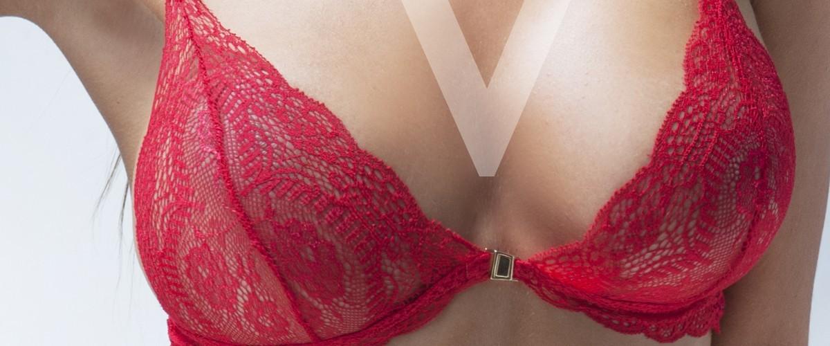 Valentina escort de lujo en Madrid con precioso conjunto de lencería rojo.