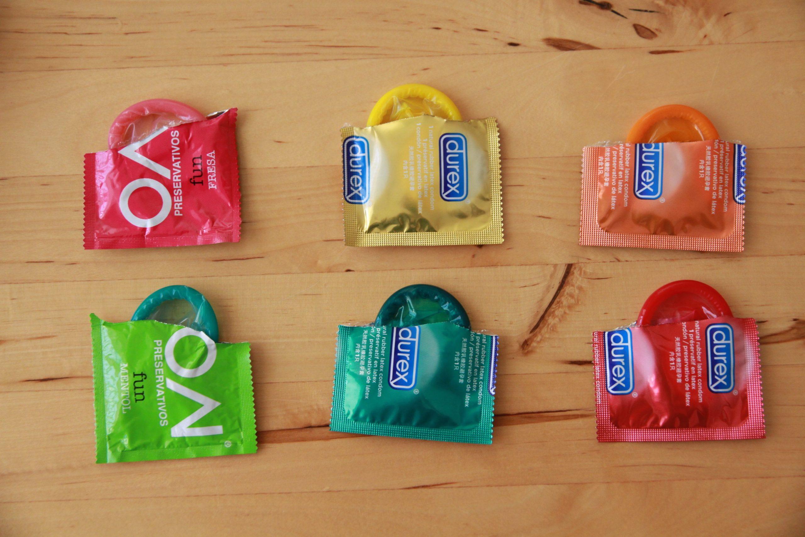Variedades de preservativos scaled - Sexo con condón: claves para disfrutar sin morir en el intento