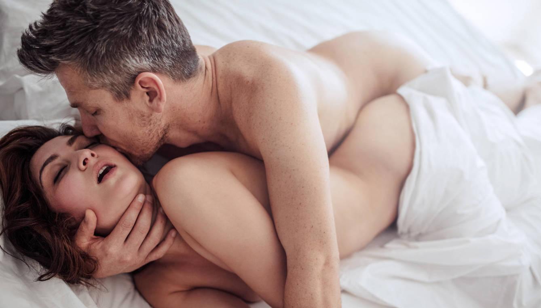 La cucharilla - Las mejores posturas para tener sexo cuando se tiene un pene pequeño